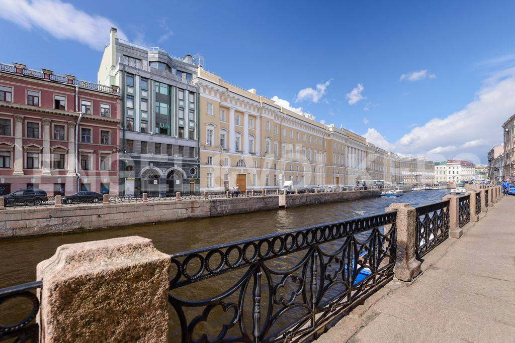 Элитные квартиры в Центральный р-н. Санкт-Петербург, Большая Морская, 4. Набережная реки Мойки