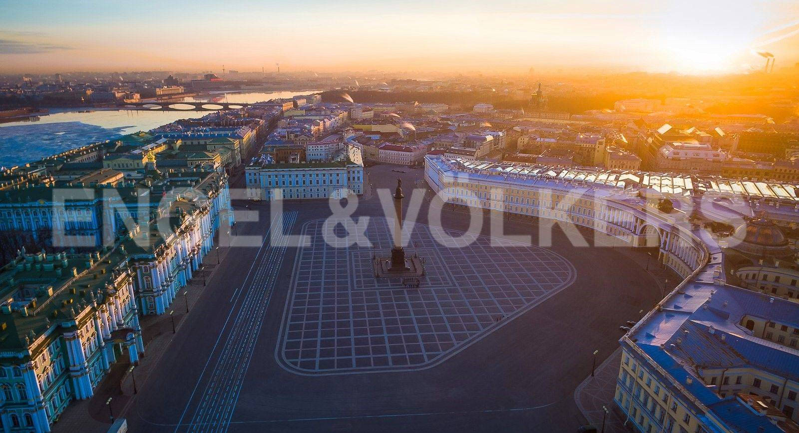 Элитные квартиры в Центральный р-н. Санкт-Петербург, Большая Морская, 4. Ансамбль Дворцовой площади