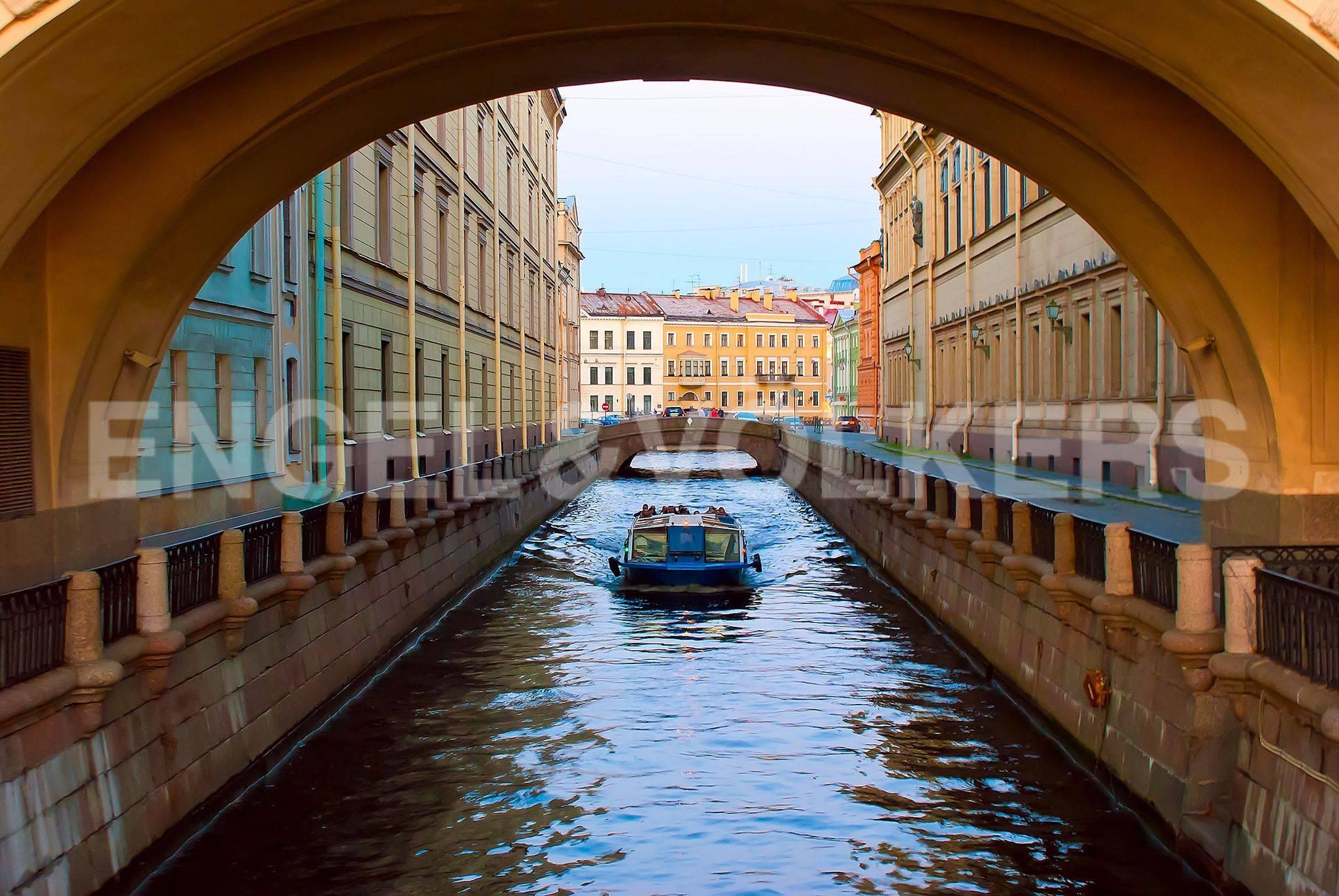 Элитные квартиры в Центральный р-н. Санкт-Петербург, Большая Морская, 4. Зимняя канавка