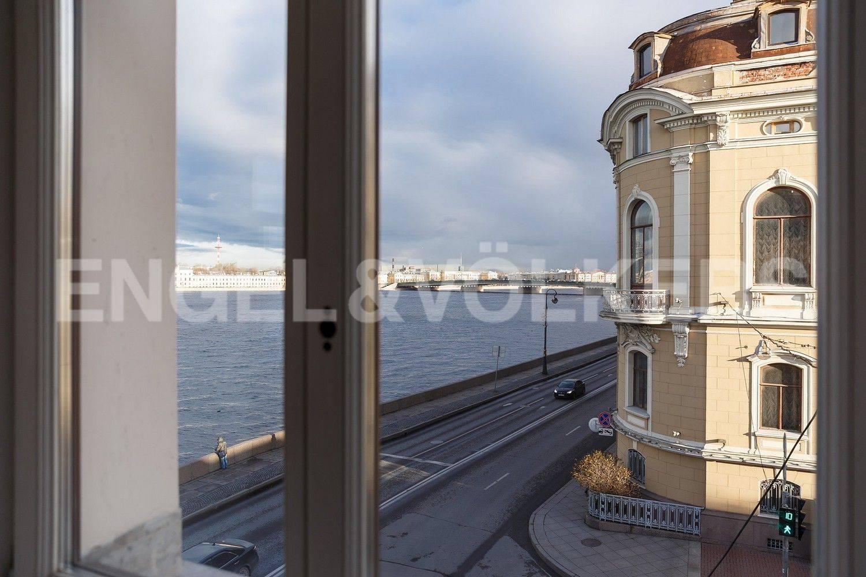 Элитные квартиры в Центральном районе. Санкт-Петербург, Кутузова, 24. Акватория Невы