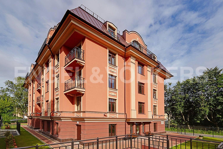Элитные квартиры в Других районах области. Санкт-Петербург, Дибуновская улица, 30. Главная