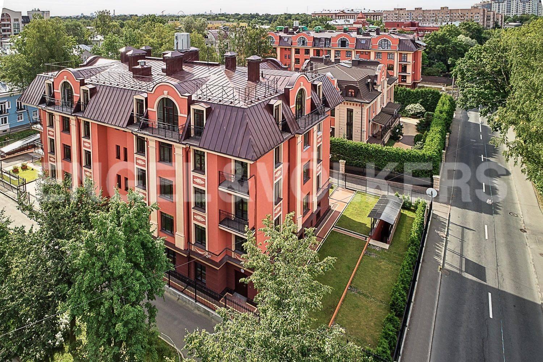 Элитные квартиры в Других районах области. Санкт-Петербург, Дибуновская улица, 30. Район