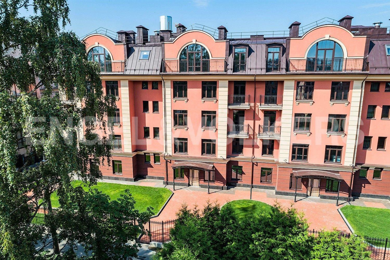 Элитные квартиры в Приморском районе. Санкт-Петербург, Дибуновская улица, 34. Вид со стороны сквера