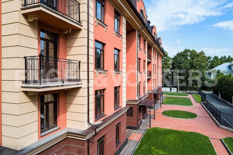 Элитные квартиры в Приморском районе. Санкт-Петербург, Дибуновская улица,  34. Фасад дома