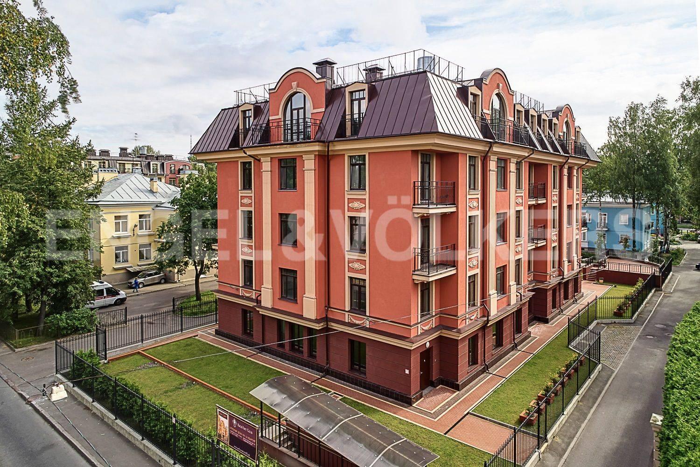 Элитные квартиры в Других районах области. Санкт-Петербург, Дибуновская улица, 30. Вид с улицы