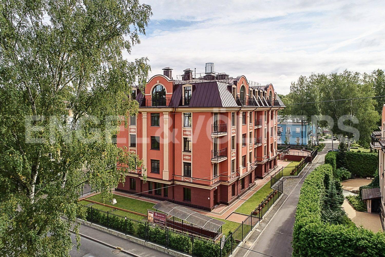Элитные квартиры в Приморском районе. Санкт-Петербург, Дибуновская улица, 30. Вид на дом с Дибуновской