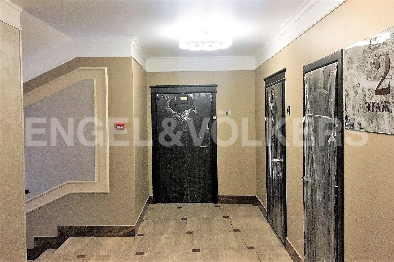 Элитные квартиры в Приморском районе. Санкт-Петербург, Дибуновская улица, 34. Холл этажа