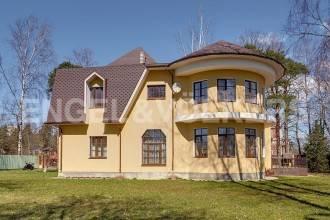 п.Ольгино – загородный дом в классическом стиле