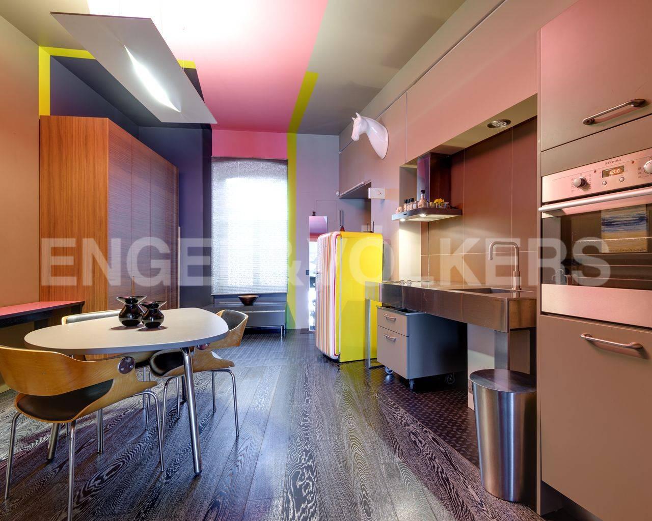 Элитные квартиры в Центральном районе. Санкт-Петербург, Наб. реки Мойки, 84. Кухня-столовая