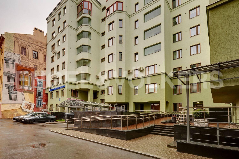 Элитные квартиры в Петроградский р-н. Санкт-Петербург, ул. Куйбышева, 13. Благоустроенный двор