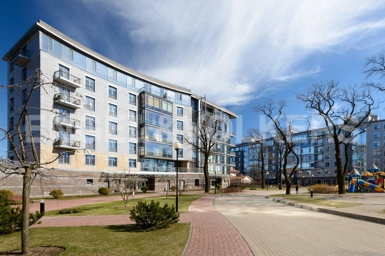 Элитные квартиры на . Санкт-Петербург, Крестовский проспект, 26. Фасадная сторона дома