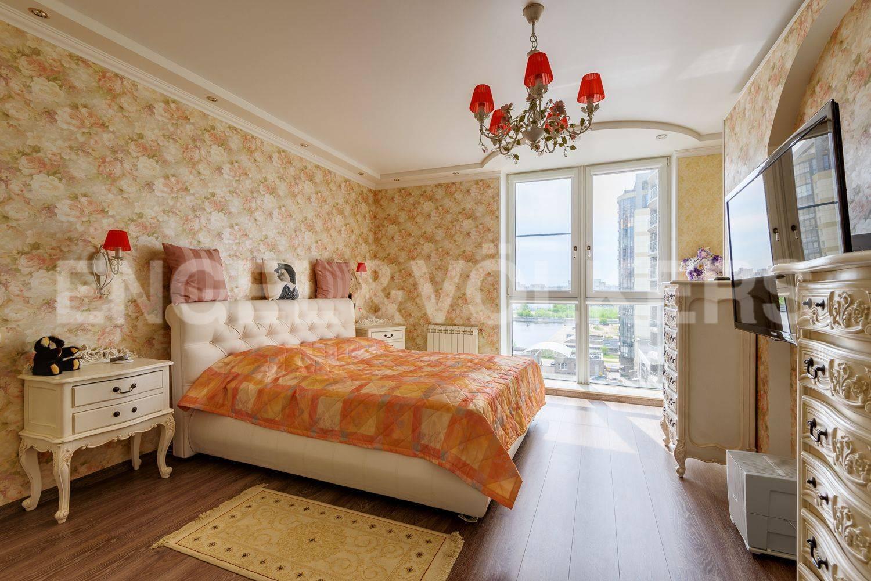 Спальня с панорамным окном