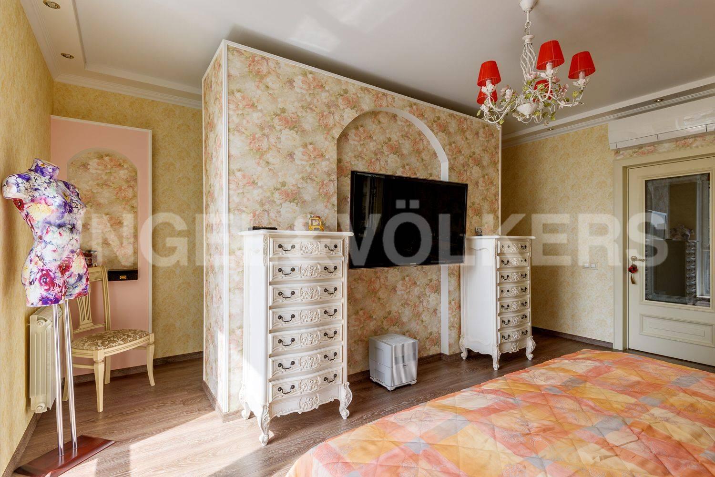 Спальня с гардеробными зонами