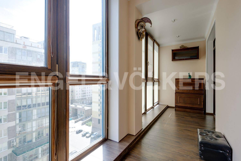 Лоджия с панорамными окнами на две комнаты