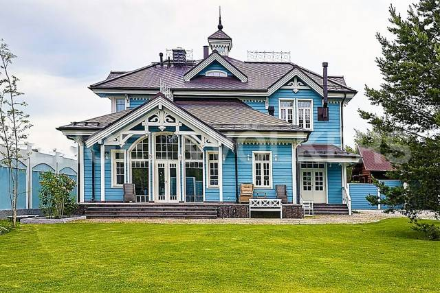 п. Лисий Нос - загородный дом в викторианском стиле в 10 минутах от Петербурга