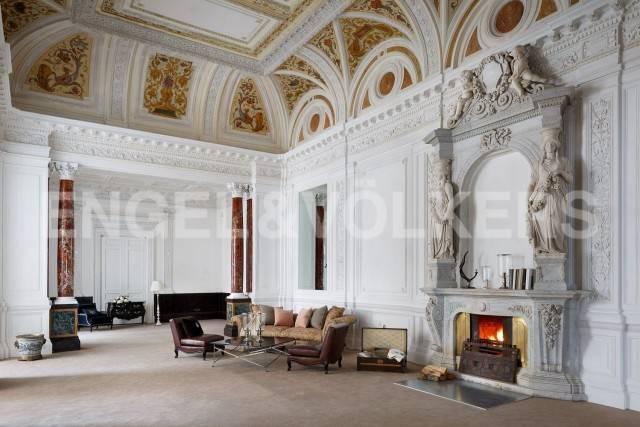 Особняк Кушелева-Безбородко – Историческая видовая квартира с мраморной лестницей Н. Бенуа