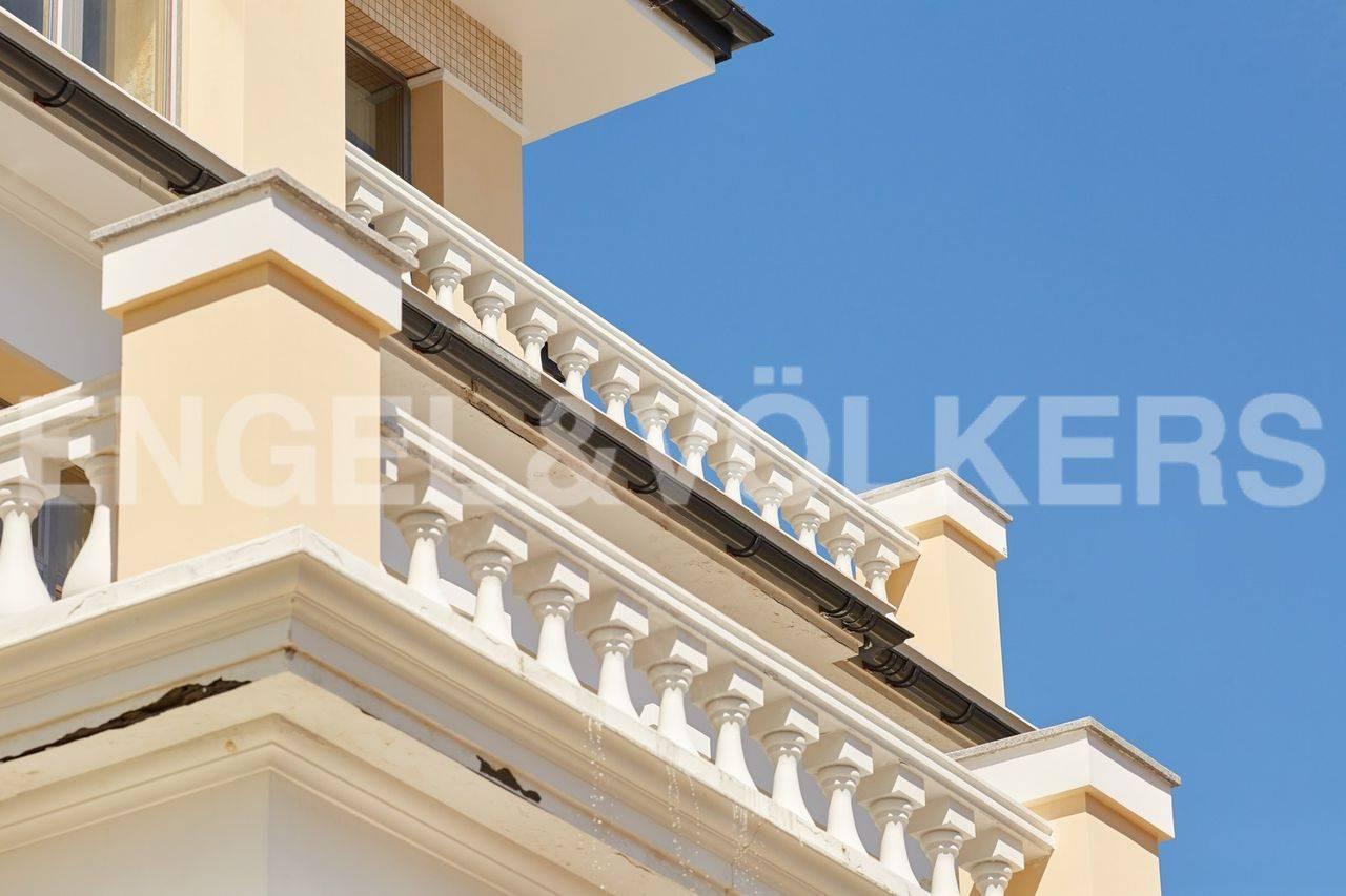 Элитные квартиры на Каменном острове. Санкт-Петербург, Набережная реки Крестовки, дом 5. Балкон