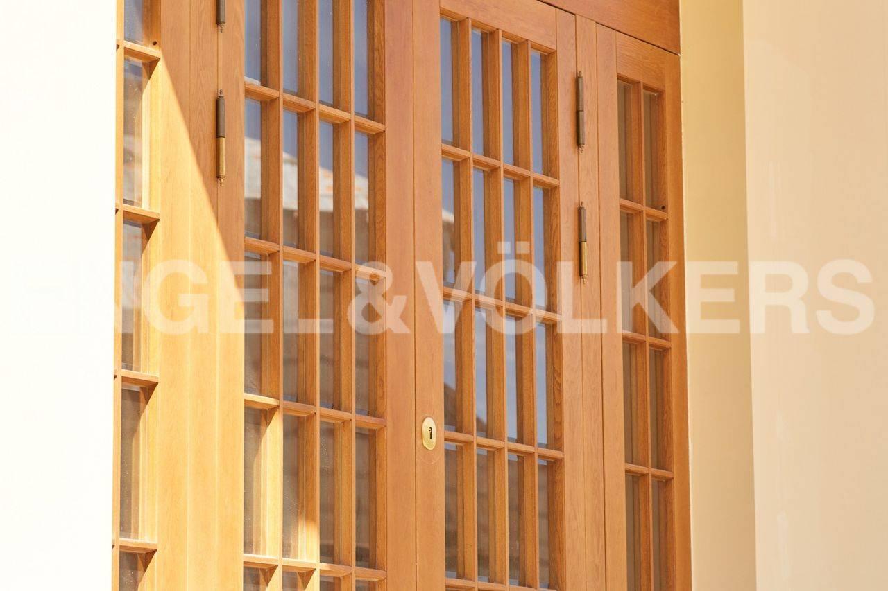 Элитные квартиры на . Санкт-Петербург, наб. реки Крестовки, 5Ж. Входная дверь