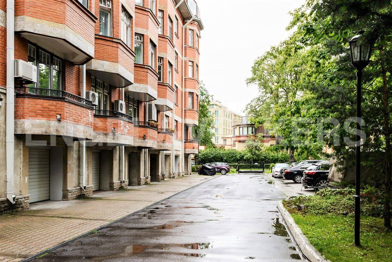 Элитные квартиры на . Санкт-Петербург, Динамо пр.,22. Отапливаемый гараж в цокольном этаже дома