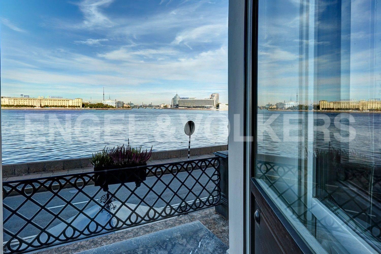 Элитные квартиры в Центральном районе. Санкт-Петербург, наб. Кутузова, 24. Вид с балкона мастер-спальни