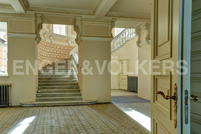 Элитные квартиры в Центральном районе. Санкт-Петербург, наб. Кутузова, 24. Первый уровень квартиры