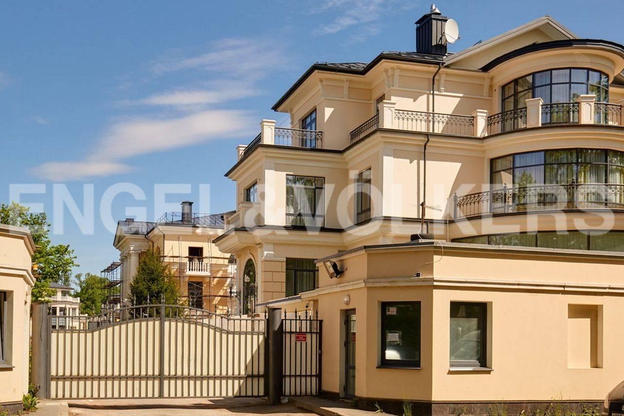 Элитные квартиры на . Санкт-Петербург, наб. реки Крестовки, 5Ж. Въездная группа