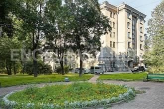 Московский, 151 – выдающийся неоклассицизм в 200 шагах от Парка Победы
