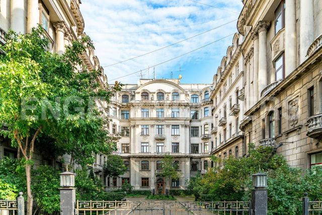 Каменноостровский, 73-75 — Представительская квартира в историческом доме у Каменного острова