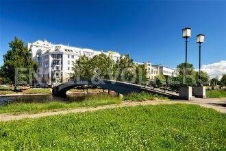Ждановская, 10  – пейзажный вид на парк и водную гладь