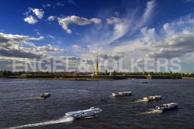 Дворцовая наб., 28 – панорама акватории Невы у самого Эрмитажа