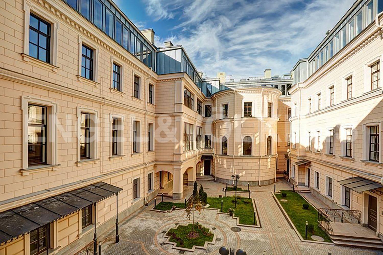 Элитные квартиры в Центральном районе. Санкт-Петербург, наб. Кутузова, 24.