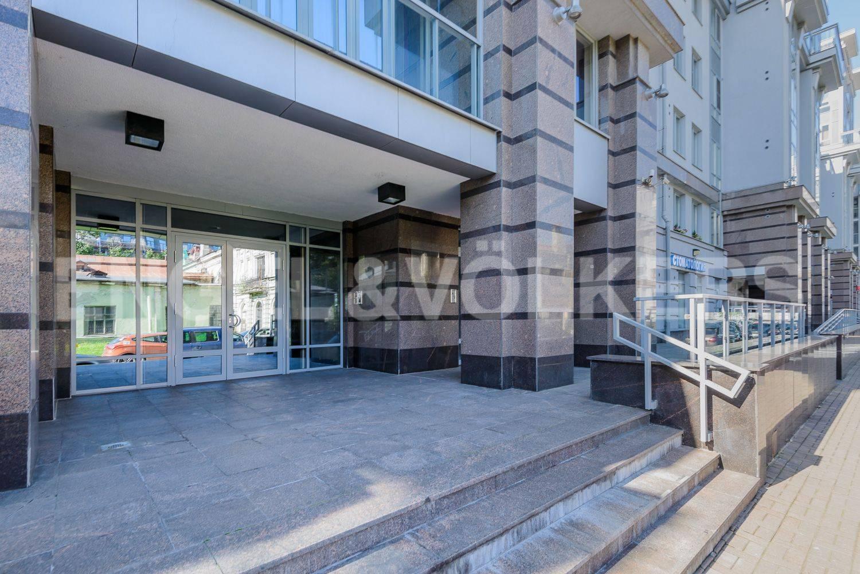 Элитные квартиры в Петроградский р-н. Санкт-Петербург, Каменноостровский пр.,62. Вход со стороны улицы