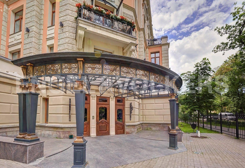 Элитные квартиры на . Санкт-Петербург, Динамо, 12. Парадный вход