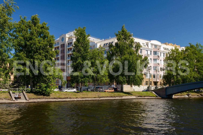 Дом на берегу реки Ждановки