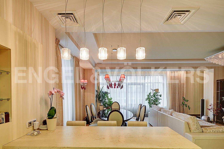 Элитные квартиры на . Санкт-Петербург, Вязовая, 10. Кухня-гостиная