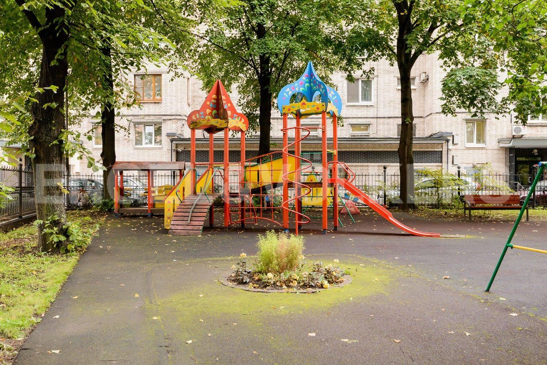Элитные квартиры в Петроградском районе. Санкт-Петербург, Мичуринская, 4. Детская площадка