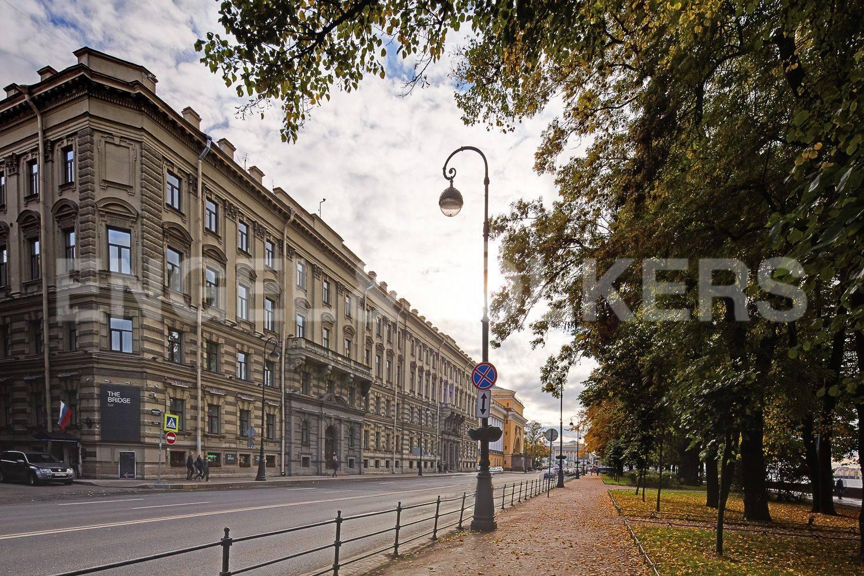 Элитные квартиры в Центральном районе. Санкт-Петербург, Адмиралтейская наб., 12-14. Фасад дома