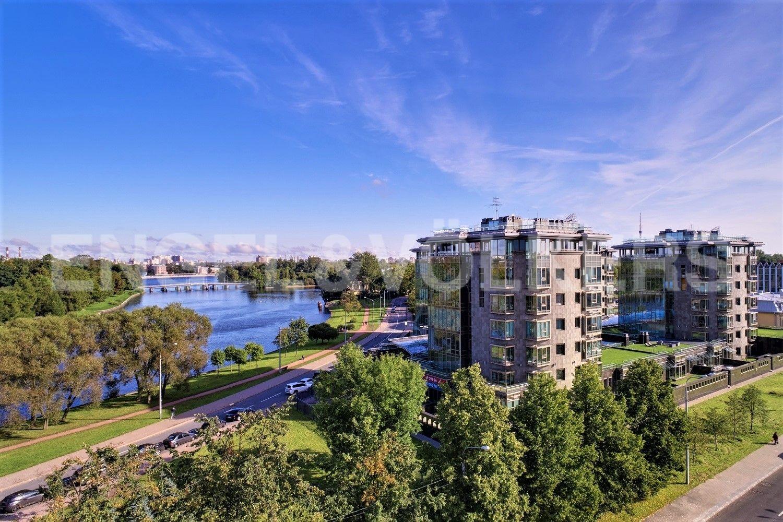 Месторасположение на наб. реки Средней Невки