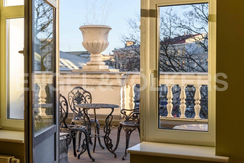 Элитные квартиры в Центральном районе. Санкт-Петербург, Итальянская, 12А. Выход на открытую террасу
