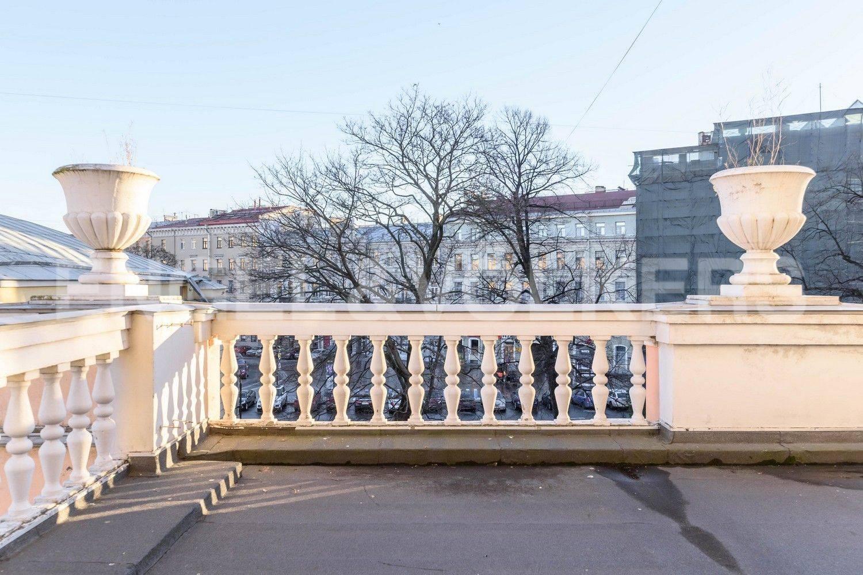 Элитные квартиры в Центральном районе. Санкт-Петербург, Итальянская, 12А. Видовая фасадная терраса