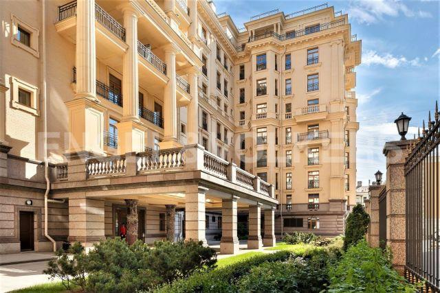 «Фонтанка, 76» – квартира с авторским дизайном в стиле Неоклассика в «Золотом треугольнике» Санкт-Петербурга