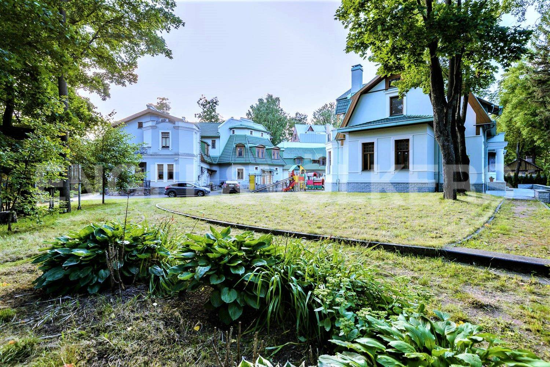 Элитные квартиры на . Санкт-Петербург, Большая аллея, 10 . Обширная зеленая территория