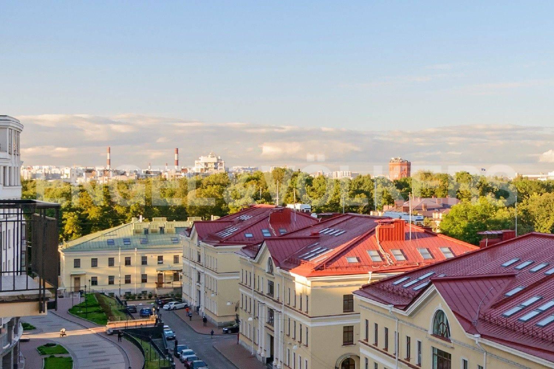 Элитные квартиры в Центральном районе. Санкт-Петербург, Парадная, 3. Вид с балкона на Таврический сад