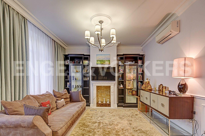 Элитные квартиры в Центральном районе. Санкт-Петербург, ул. Парадная, 3. Зона отдыха в гостиной