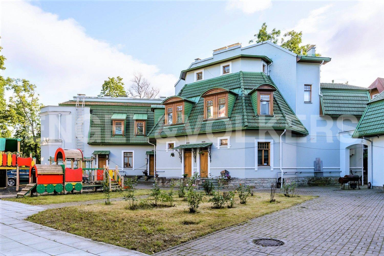 Элитные квартиры на . Санкт-Петербург, Большая аллея, 10 . Гостевой дом 710 кв.м.