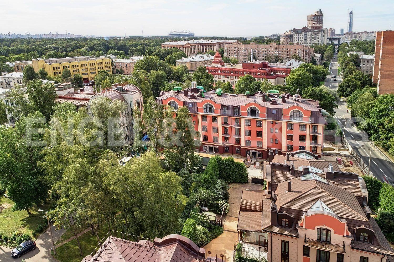 Элитные квартиры в Приморском районе. Санкт-Петербург, Дибуновская улица, 34. Вид на дом с высоты