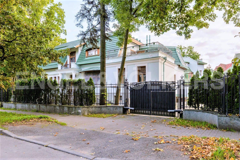 Элитные квартиры на . Санкт-Петербург, Большая аллея, 10 . Усадебный комплекс со стороны Большой аллеи