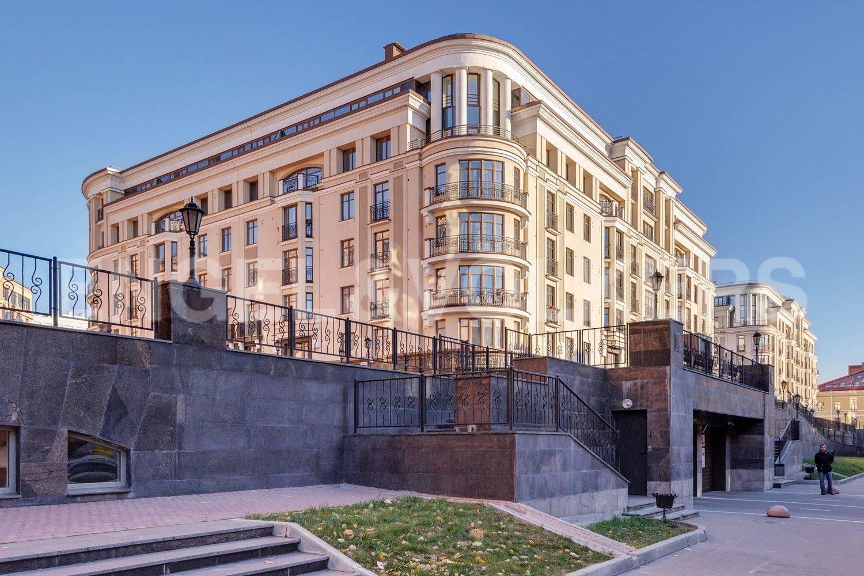 Элитные квартиры в Центральном районе. Санкт-Петербург, Парадная, 3. Въезд в отапливаемый паркинг комплекса