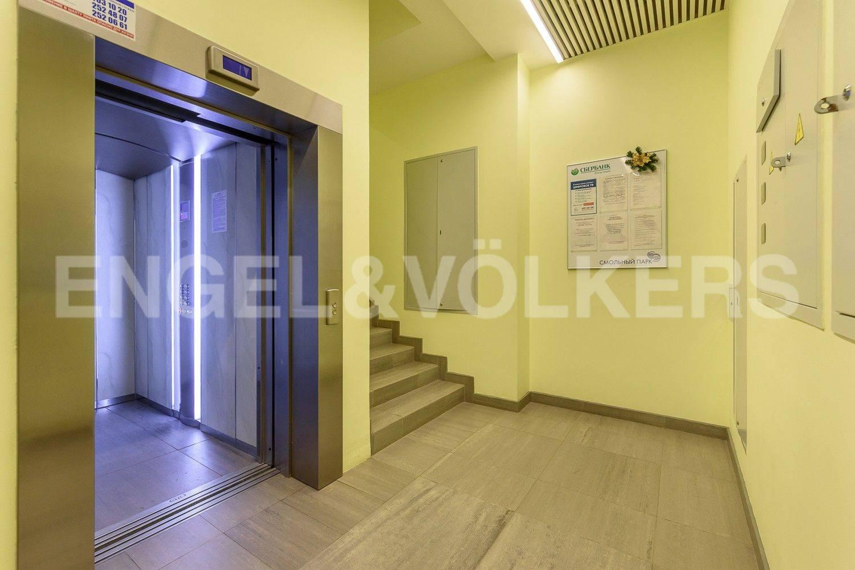 Элитные квартиры в Центральном районе. Санкт-Петербург, ул. Орловская, 1. Современный лифт в парадной