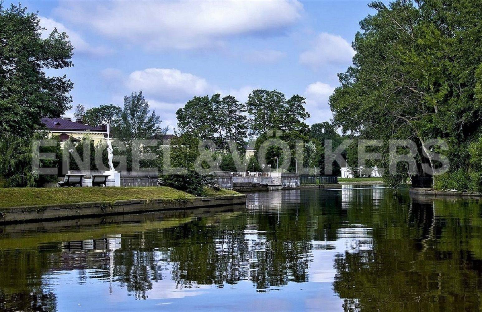 Элитные квартиры на . Санкт-Петербург, Большая аллея, 10 . Вид на Елагин остров со стороны Каиенного острова